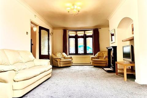 4 bedroom semi-detached house to rent - Turnage Road, Dagenham, Romford