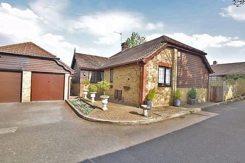 2 bedroom detached bungalow for sale - Crompton Gardens, Maidstone, ME15 7HD