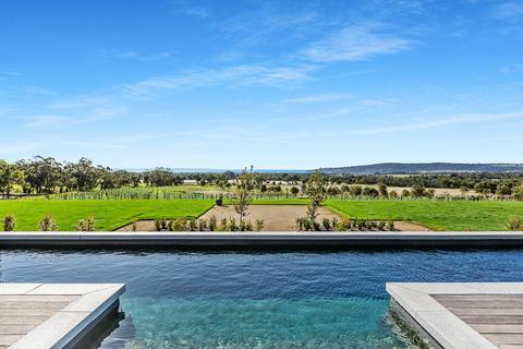 4 bedroom detached house - Red Hill, Dromana, Mornington Peninsula, Victoria, Australia