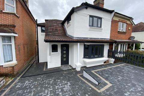 3 bedroom semi-detached house for sale - Newton Road, Bitterne Park SO18