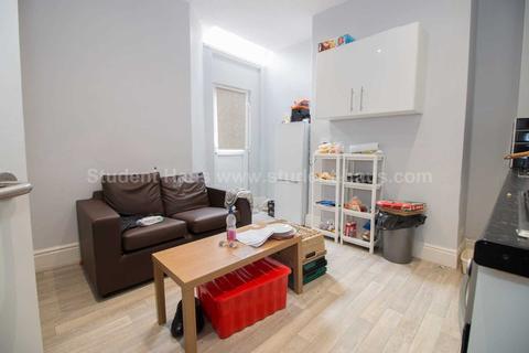 4 bedroom house to rent - Horsham St, Salford, M6 5QS