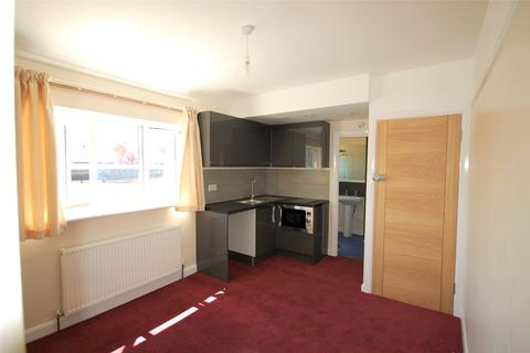 Studio to rent - Kingston Road, Kingston upon Thames