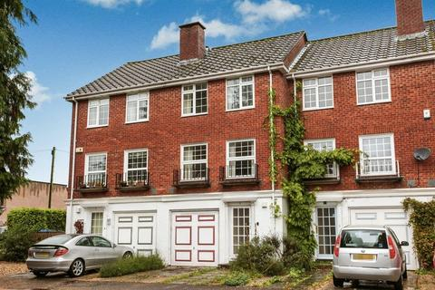 3 bedroom terraced house to rent - Courtwood Close, Salisbury