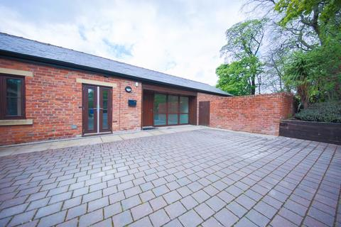 2 bedroom semi-detached bungalow to rent - Rochdale Road East, Heywood