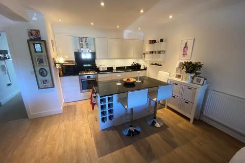 2 bedroom apartment to rent - School Hill, Wrecclesham, Farnham, GU10