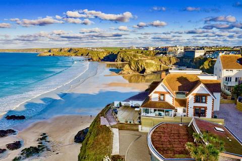5 bedroom detached house for sale - Beachfront, Newquay