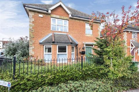 3 bedroom link detached house - Camomile Road, Romford, Essex