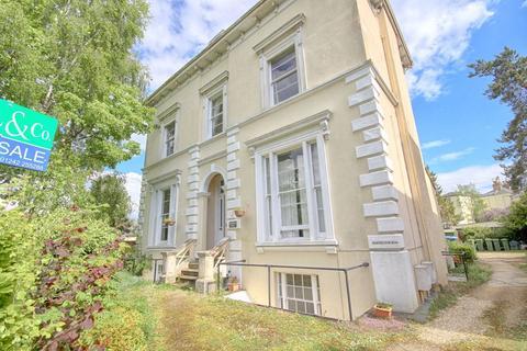 1 bedroom flat for sale - Pittville Crescent, Cheltenham, GL52