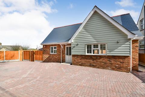 2 bedroom bungalow for sale - Herbage Park Road, Woodham Walter