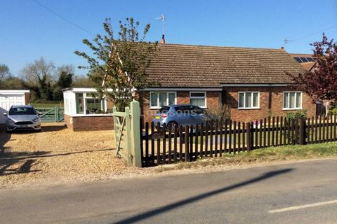 4 bedroom detached bungalow for sale - The Street, Marham