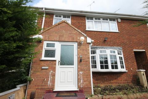 3 bedroom terraced house to rent - Gelding Close, Luton