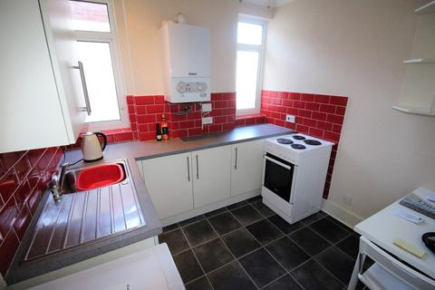 Studio to rent - London Road, Leigh-on-Sea