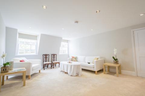 3 bedroom flat to rent - The Circus - Top Floor Flat
