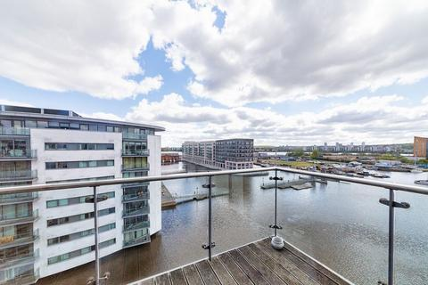2 bedroom apartment to rent - The Helm, Gallions Reach, E16