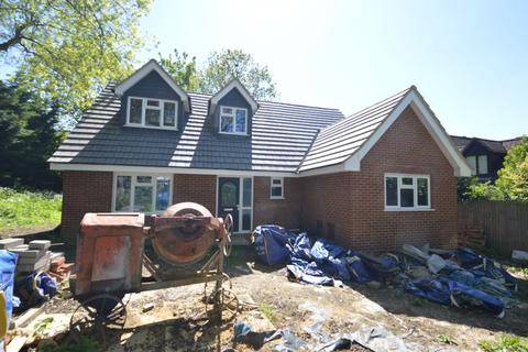 3 bedroom detached house for sale - Bowling Green Lane, Luton