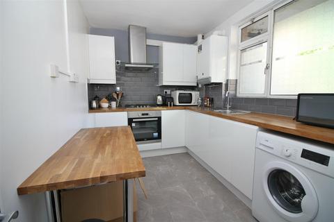 2 bedroom flat to rent - Nelson Street, London