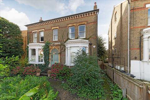 3 bedroom apartment to rent - Edge Hill, London