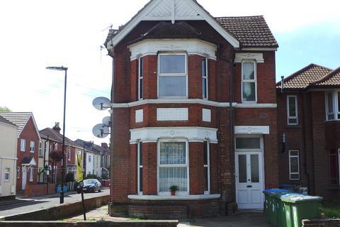 Studio to rent - Millbrook Road East