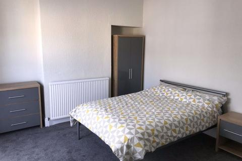 4 bedroom house share to rent - Edgecumbe Street, Hull