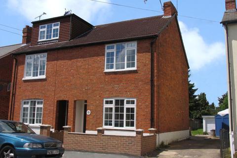 3 bedroom semi-detached house to rent - Barossa Road, Camberley