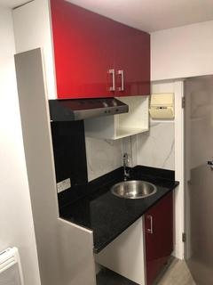Studio to rent - Goldhawk Road, London, W12