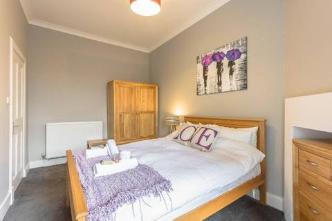 2 bedroom flat to rent - Broughton Street, New Town, Edinburgh, EH1
