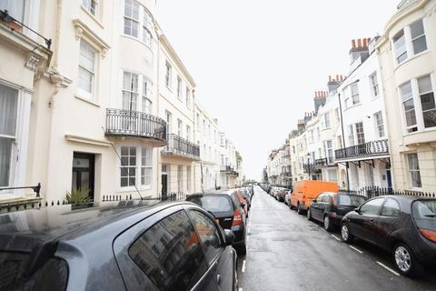 Studio to rent - Devonshire Place -P262