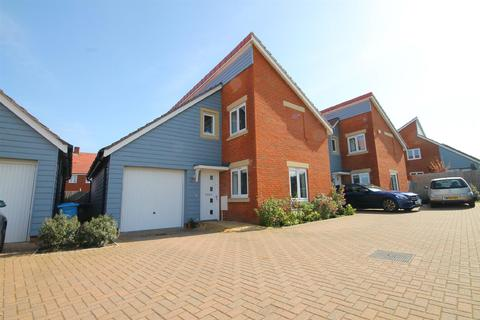 4 bedroom detached house for sale - Noel Place, Canford Heath, Poole