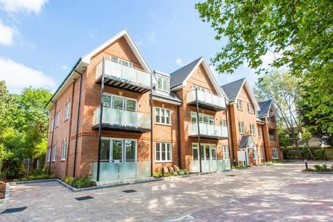 3 bedroom apartment to rent - Carew Road, Northwood, HA6 3NJ