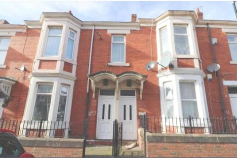 4 bedroom flat for sale - Fairholm Road, Newcastle Upon Tyne, NE48AT