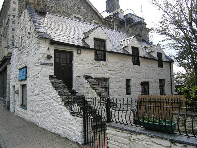 2 Bedrooms Maisonette Flat for sale in Pen Y Grisiau,, High Street, Barmouth, LL42