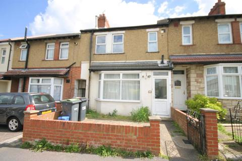 3 bedroom terraced house to rent - St. Catherines Avenue, Luton