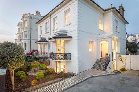 6 bedroom semi-detached house for sale - Medina Villas, Hove
