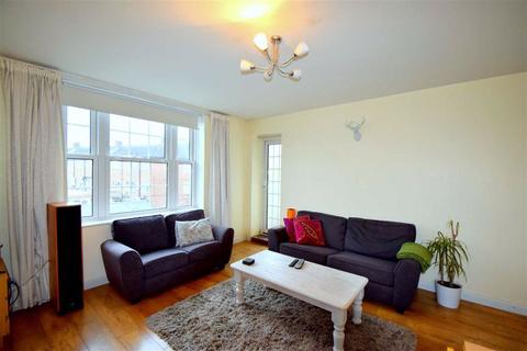 2 bedroom flat to rent - Grand Drive, Raynes Park, SW20