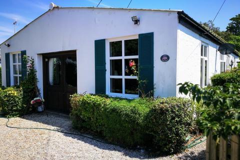 5 bedroom detached bungalow to rent - Nesbit Road St. Marys Bay TN29