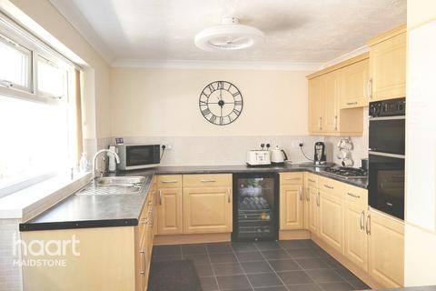 4 bedroom detached bungalow for sale - Woodcut, Maidstone