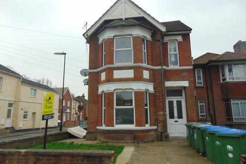 Studio to rent - Millbrook Road East, Southampton