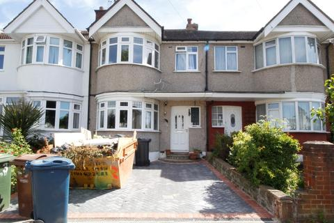 4 bedroom terraced house to rent - Spinnells Road, Harrow