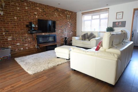 3 bedroom end of terrace house to rent - Old Pond Close, Camberley, Surrey, GU15