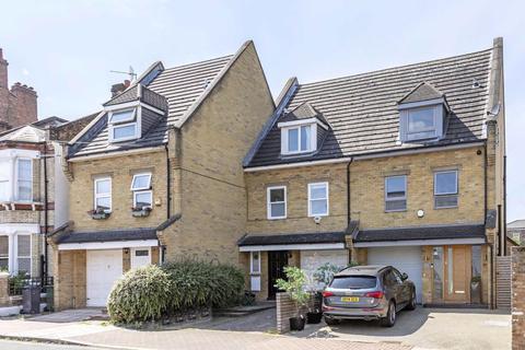 4 bedroom terraced house to rent - Hetherington Road, LONDON