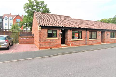 2 bedroom bungalow for sale - Honeywell Close, Oadby, Leicester LE2 5QP