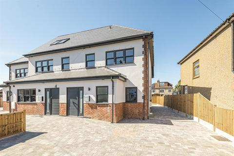 4 bedroom terraced house for sale - Brierley Close, Hornchurch, RM11 2BD