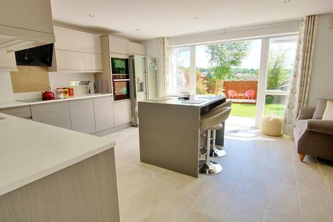 3 bedroom detached house for sale - LOOK AT THE KITCHEN! SOUGHT AFTER LOCATION! EN-SUITE!