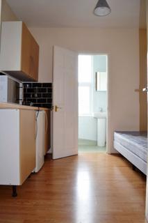 Studio to rent - Cameron Rd, Seven Kings, IG3