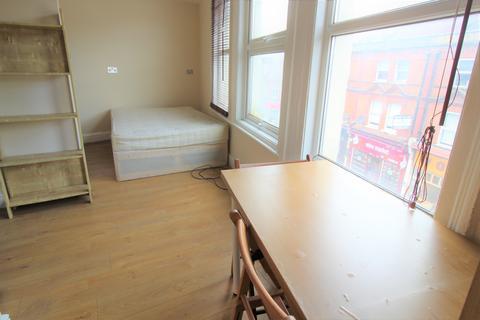 Studio to rent - High Road, Willesden Green, London NW10