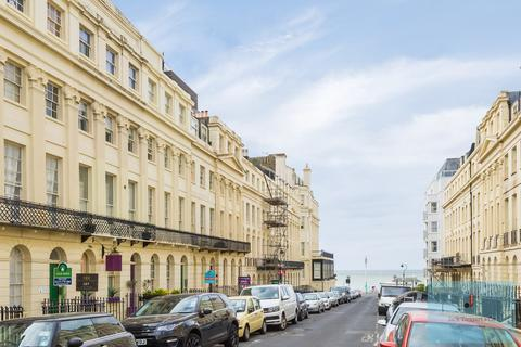 1 bedroom flat for sale - Oriental Place, Brighton, BN1