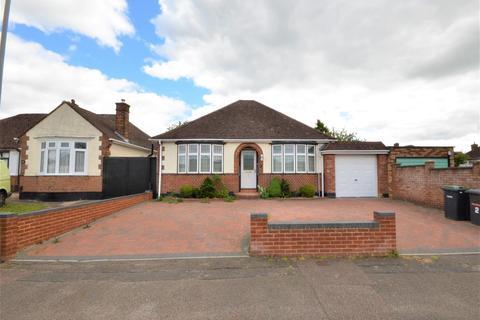 2 bedroom detached bungalow for sale - Ryecroft Way, Luton