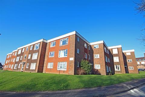 2 bedroom flat to rent - Wolstonbury Court, Burgess Hill