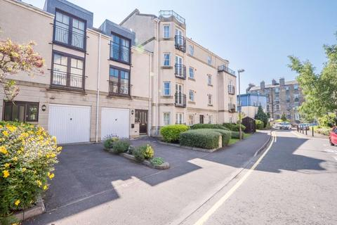 3 bedroom townhouse to rent - HUNTINGDON PLACE, BELLEVUE, EH7 4AX