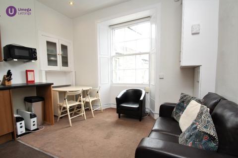 3 bedroom flat to rent - Grindlay Street, Old Town, Edinburgh, EH3 9AT